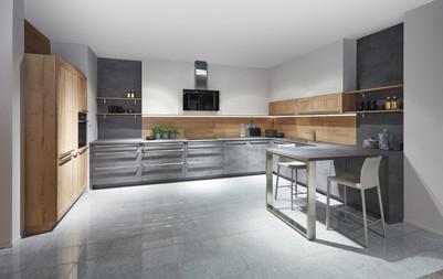 Cuisine façades et plan de travail gris