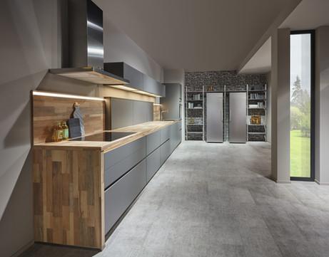 Cuisine façades grises er plan de travail en bois