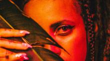 O bregawave de Luísa e os Alquimistas: assista ao vídeo de Furtacor, novo single do grupo