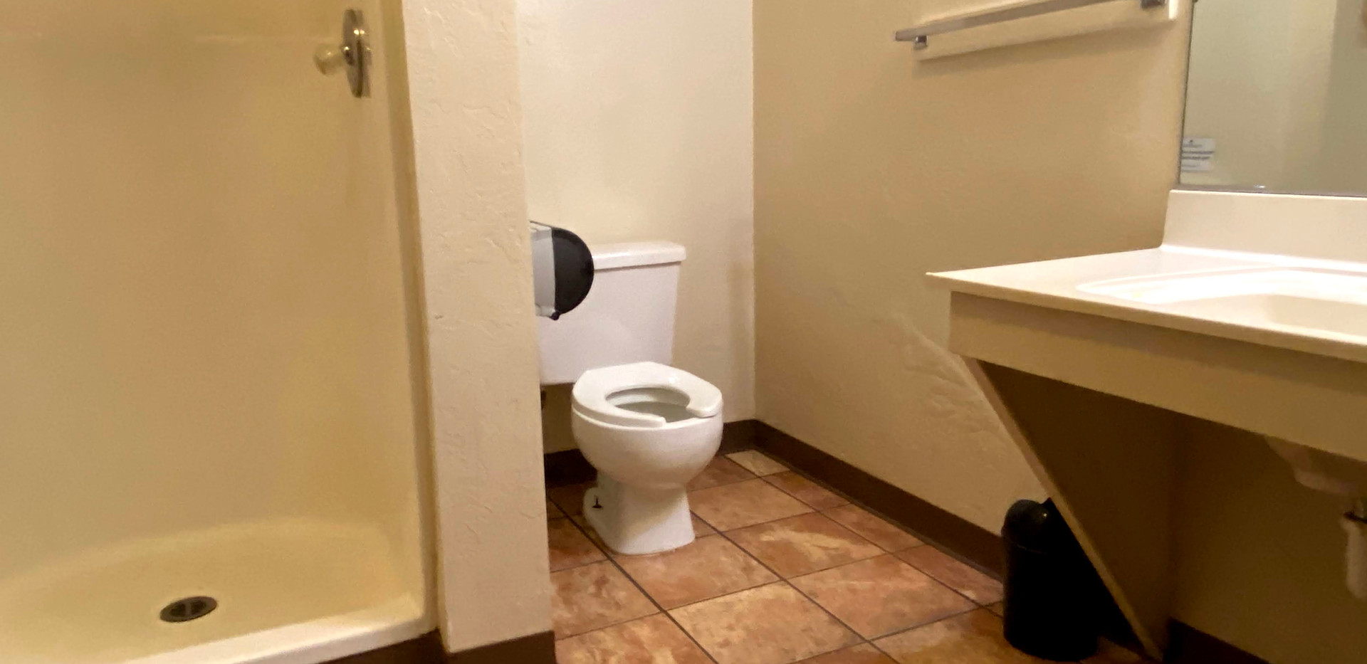 Hilltop 1 Bathroom 1