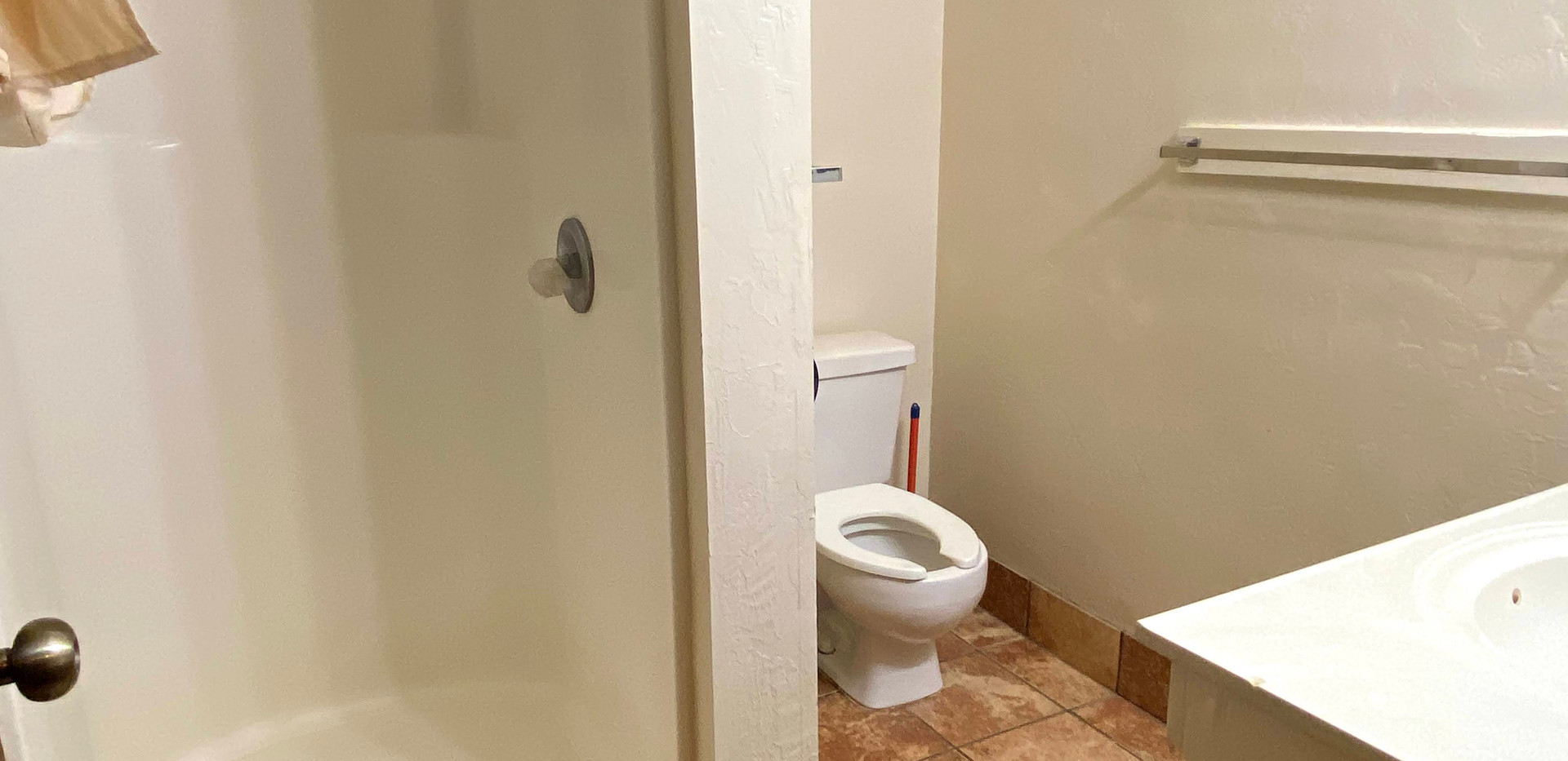 Hilltop 3 Bathroom 2
