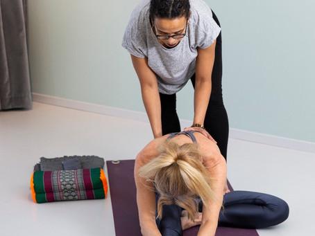 Vill ni yoga inomhus men inte i grupp? Då kanske PT är lösningen!