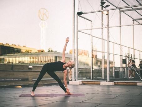 Mer yoga på Jennys tak – och på NK:s tak!