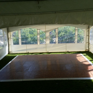 20' x 20' with 15' x 15' Dance Floor
