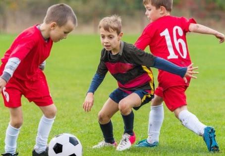 El abuso de la táctica colectiva en el fútbol base