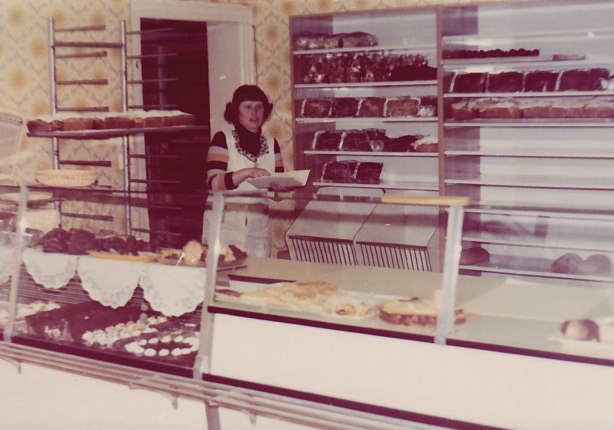 Christa Walther im alten Laden 1978