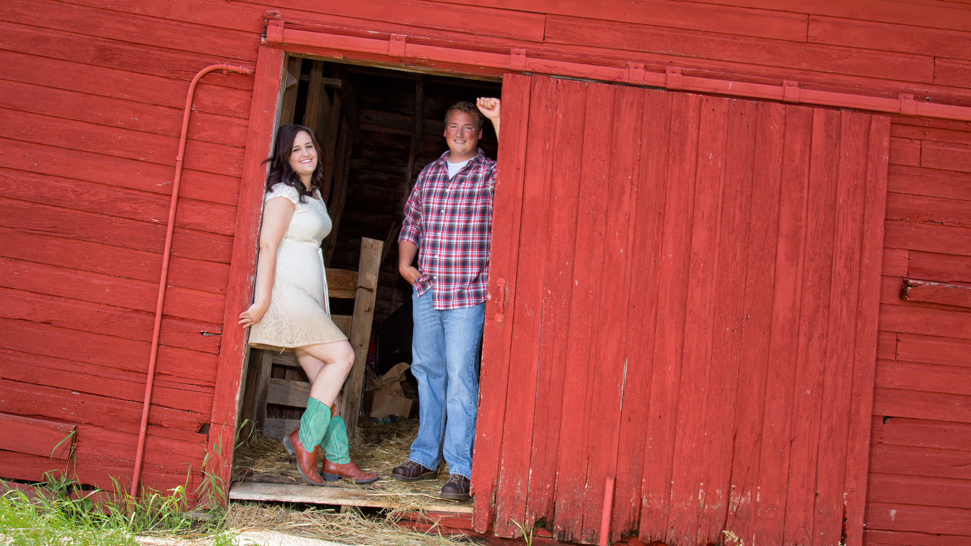Red Barn engagement session MN