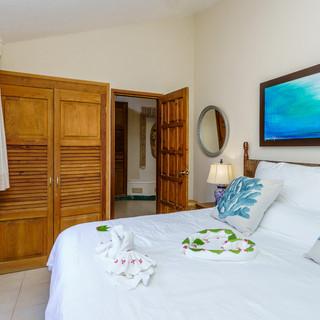 Villa guest bedroom, king bed.