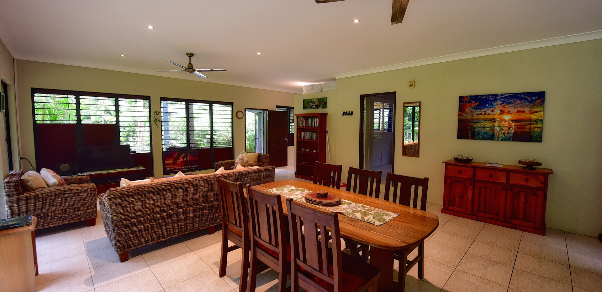 Big Bungalow dinning area