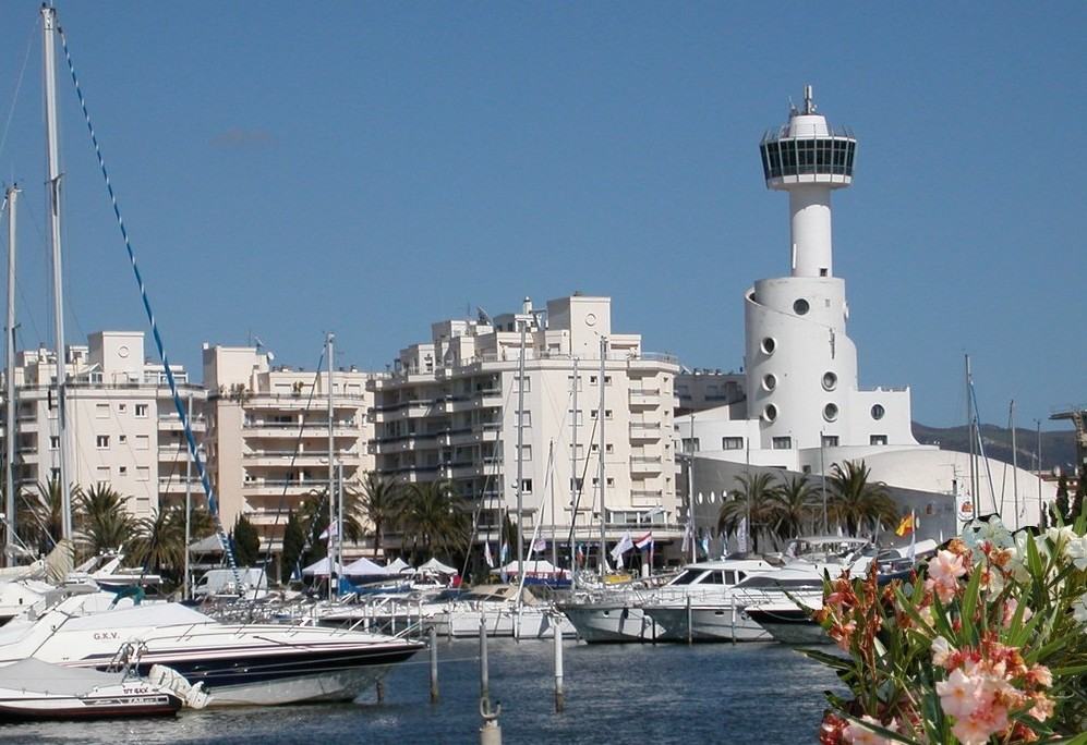 Iconic marina tower