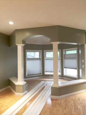 Painted Walls and Sprayed Pillared Livingroom Nook