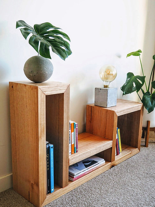Versatile bookshelf