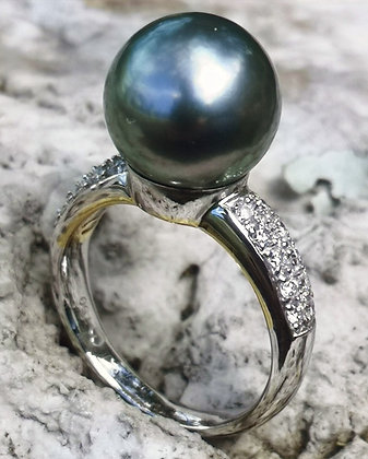 Tahitian Pearl Diamond Ring, 18 carat