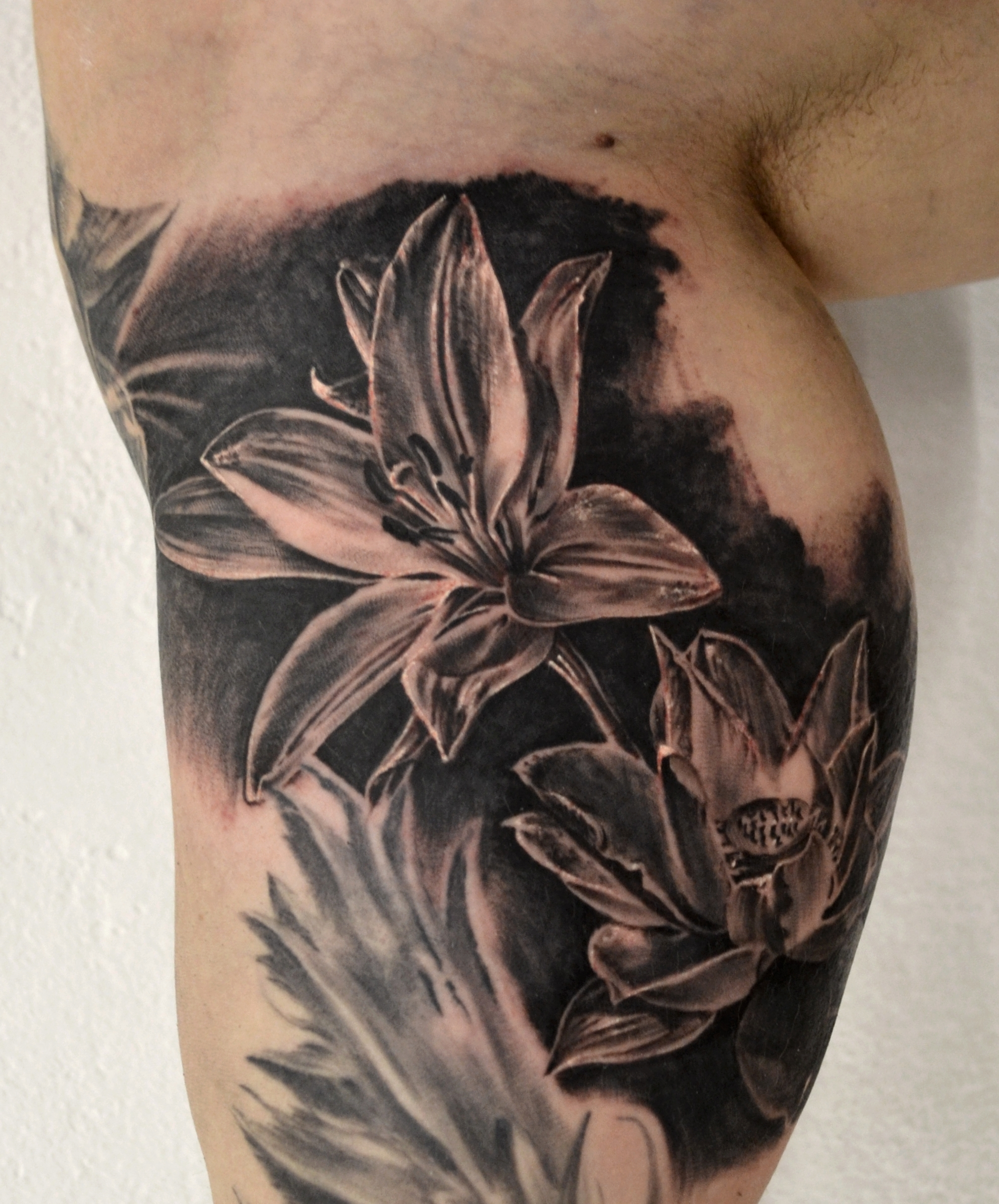 tattoo fleurs black corner tattoo