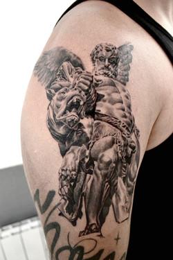 tatouage statue black corner tattoo
