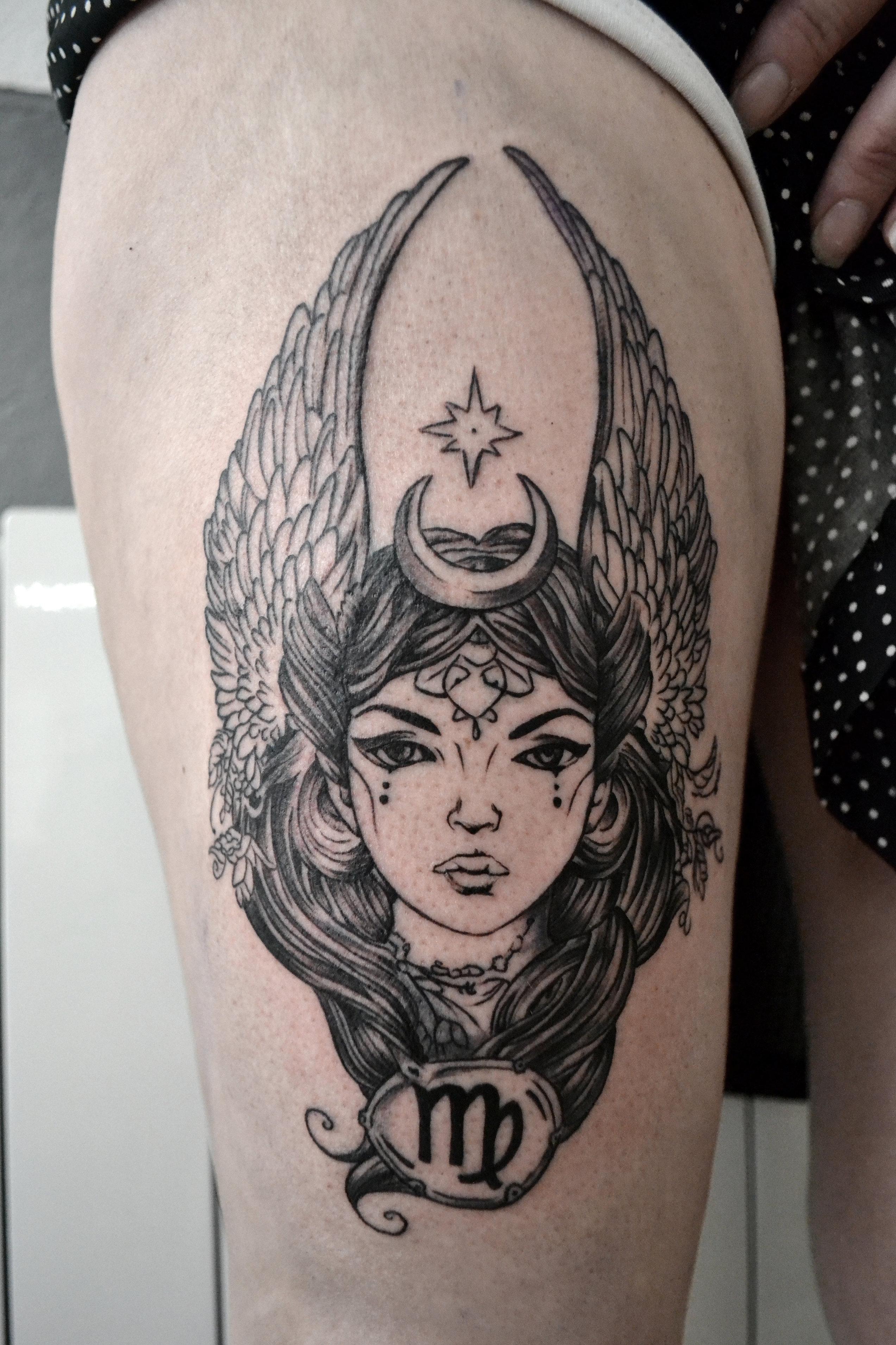 tatouage femme avec un taureau