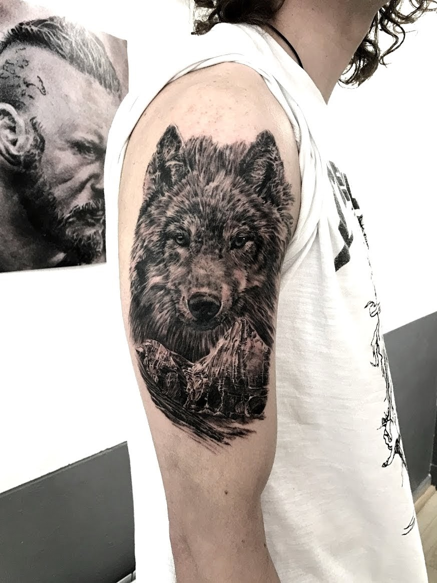 tattoo wolf black corner tattoo