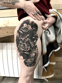 roses montre cuisse