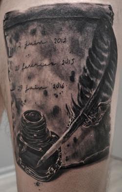tatouage plume black corner tattoo
