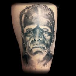 tatouage creature black corner tatto