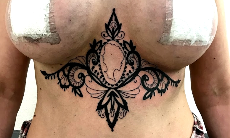 tattoo camé black corner tattoo