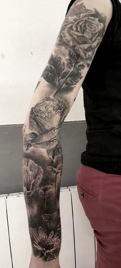 tatouage roses black corner tattoo