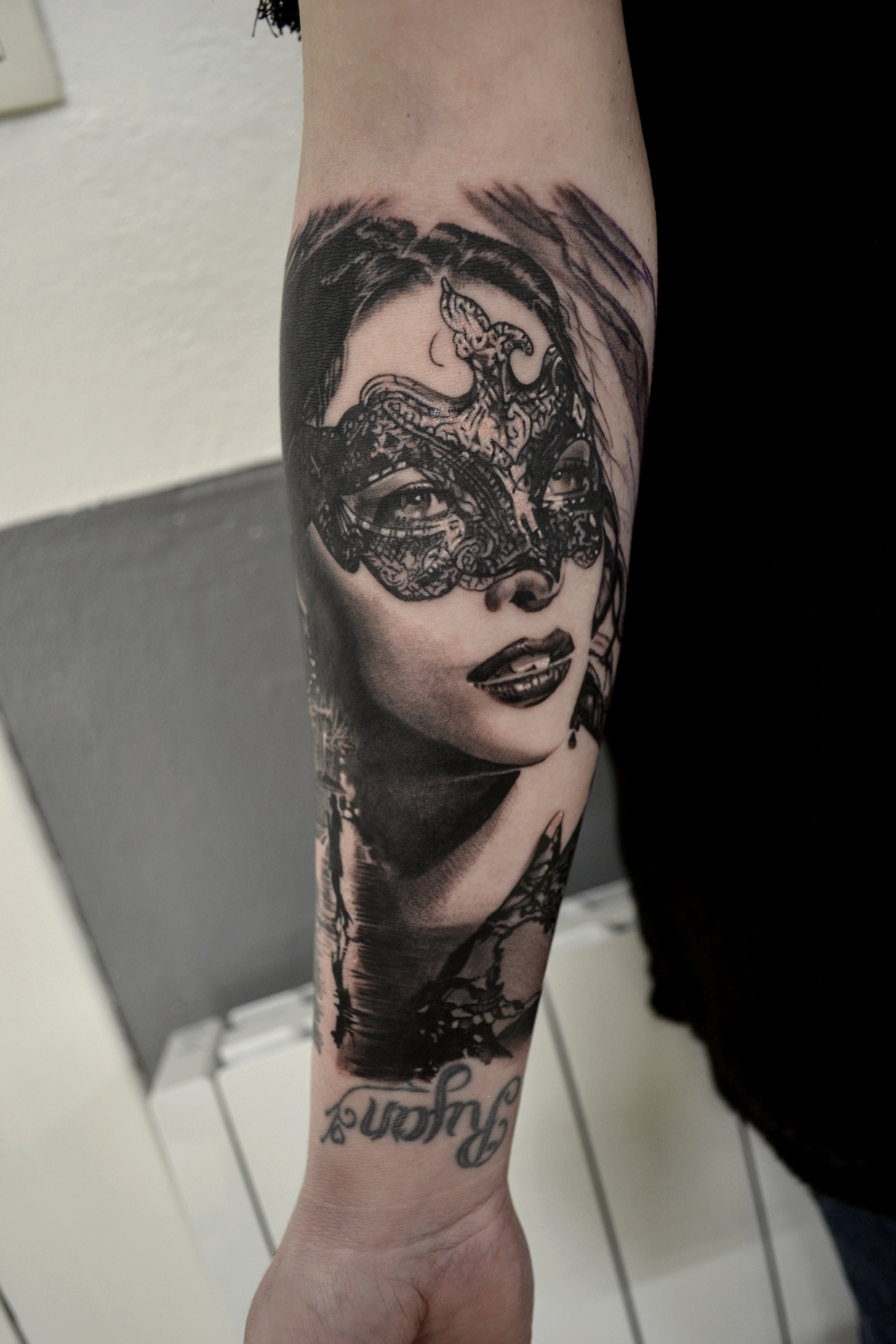 tattoo visage black corner tattoo