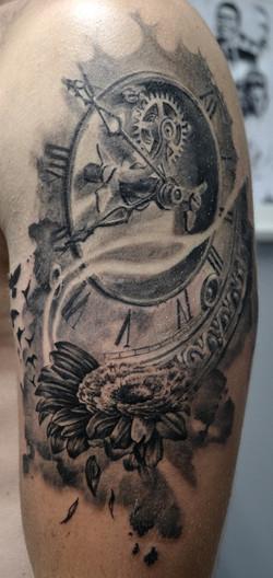 black corner tattoo valence