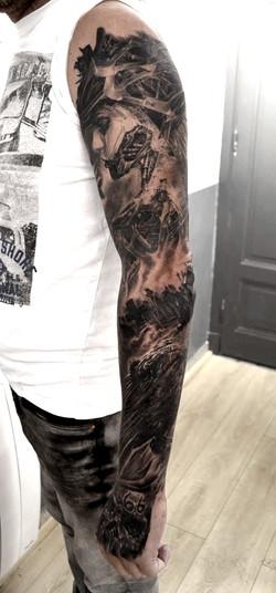 tatouage bras black corner tattoo
