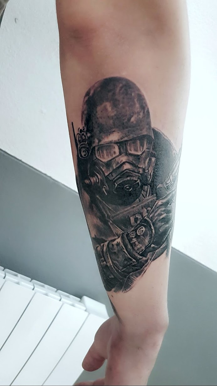 tatouage fallout black corner tattoo