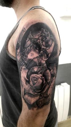 tatouage rose black corner tattoo