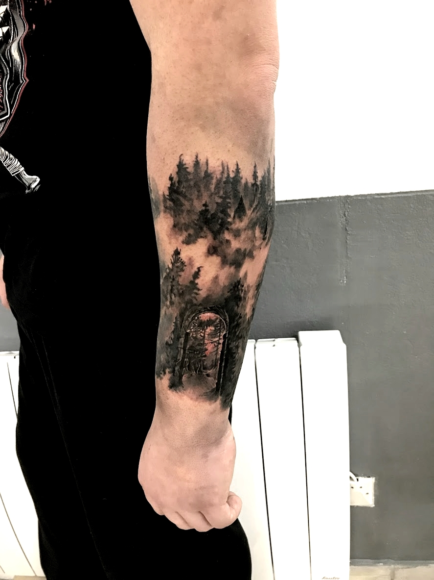 tattoo foret black corner tattoo