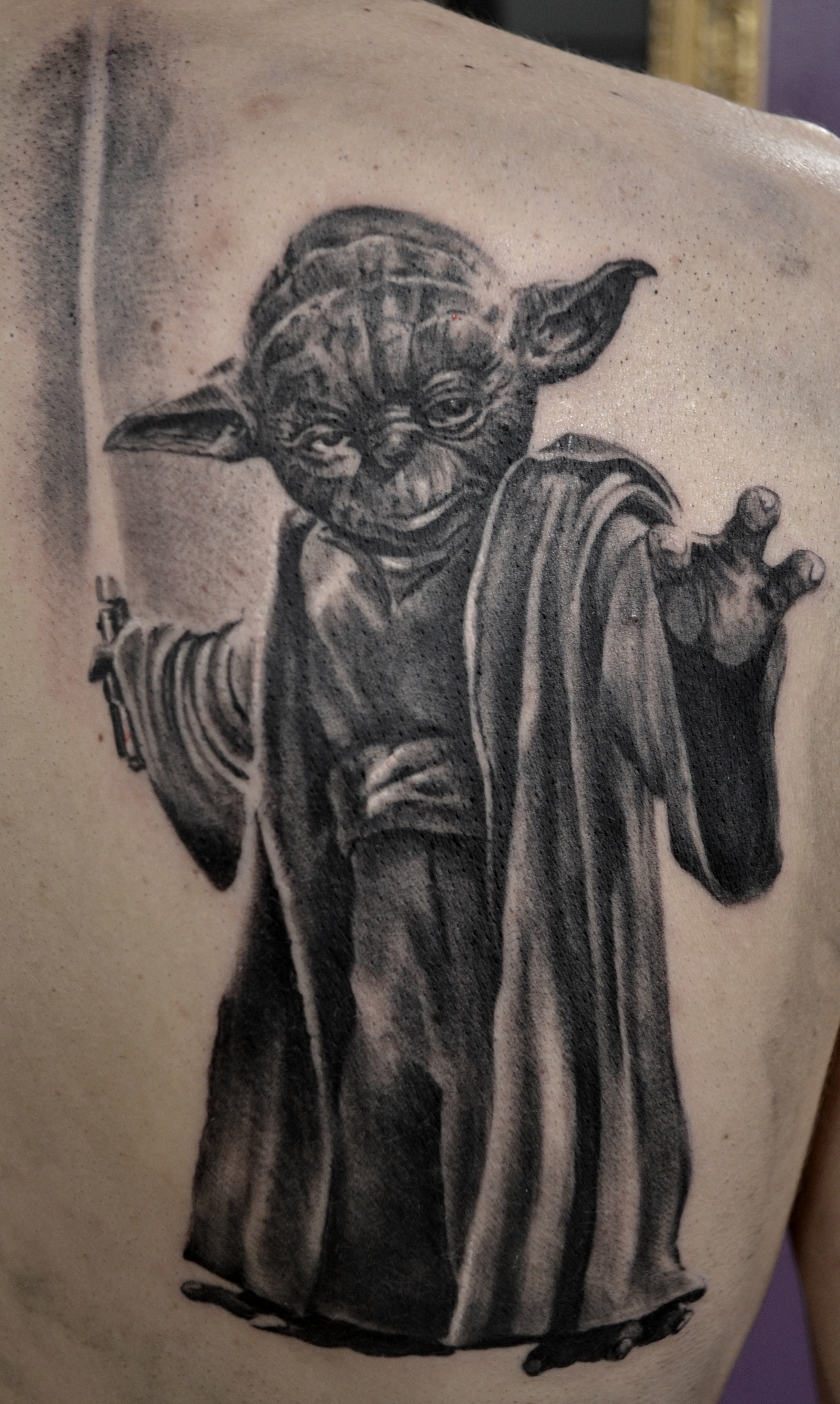 tatouage yoda black corner tattoo