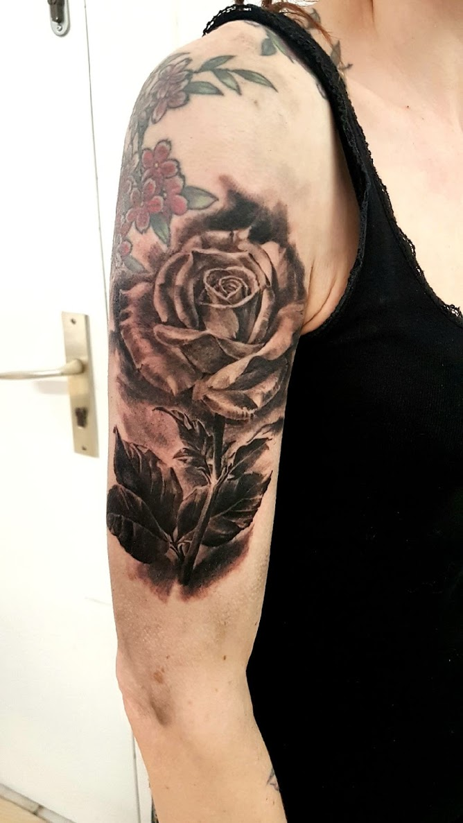 tatouage rose black corner tattoo