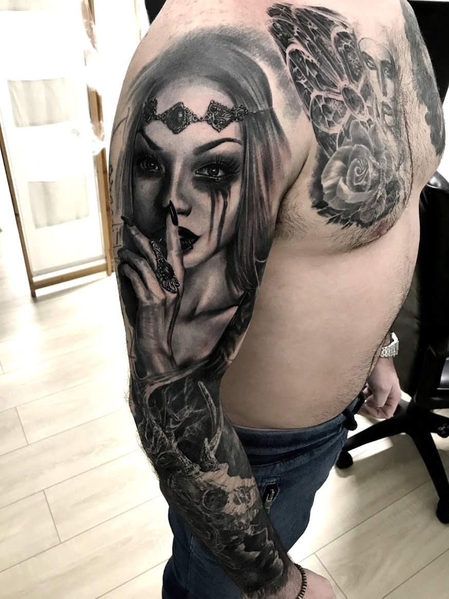 tattoo femme black corner tattoo