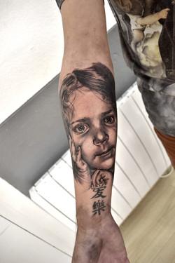 tatouage enfant black corner tattoo