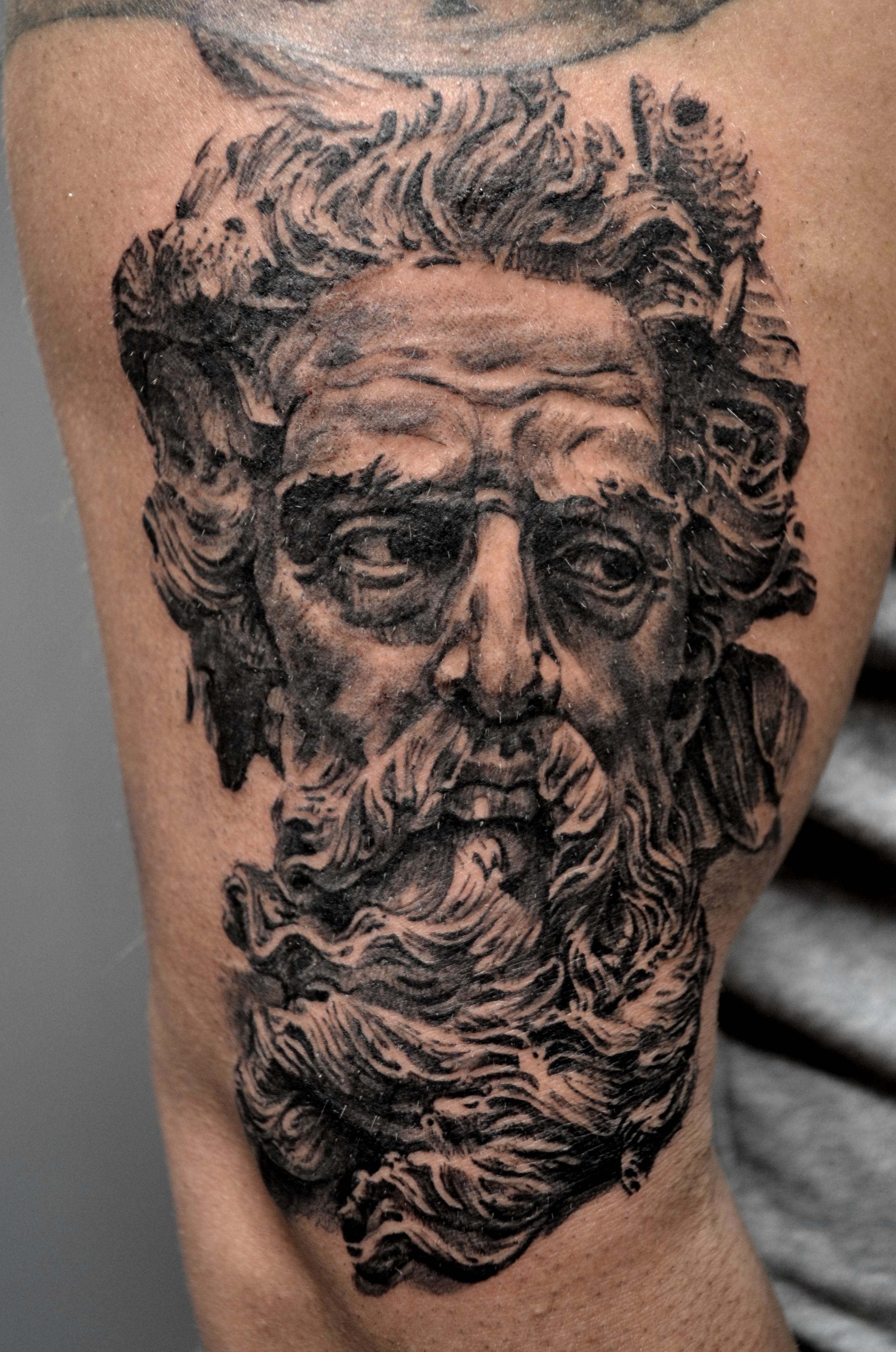 tatouage poseidon black corner tatoo