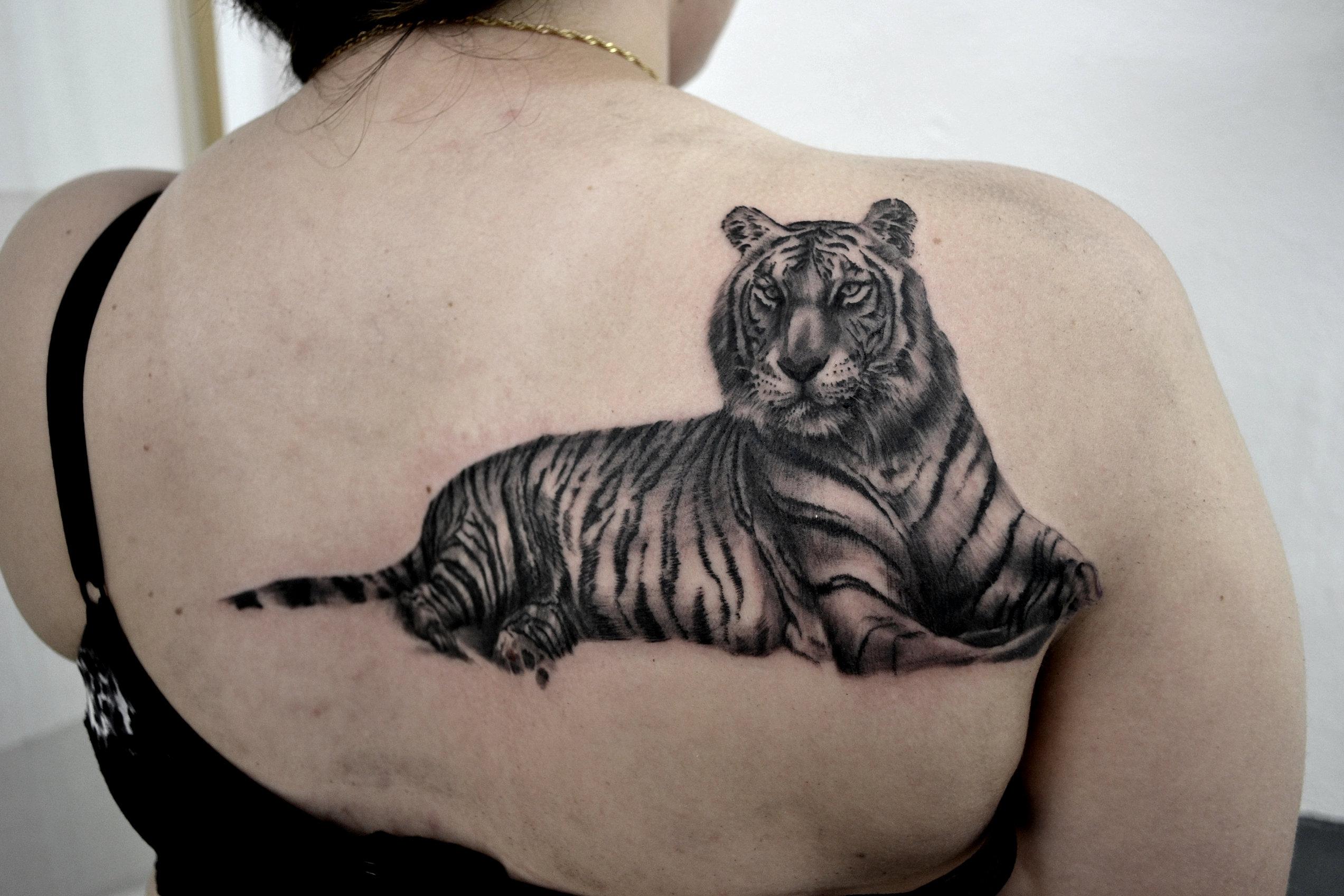 black corner tattoo bueno tatouages tatouage realiste tatoueur valence. Black Bedroom Furniture Sets. Home Design Ideas