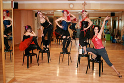 alumnas chair dance1.jpg