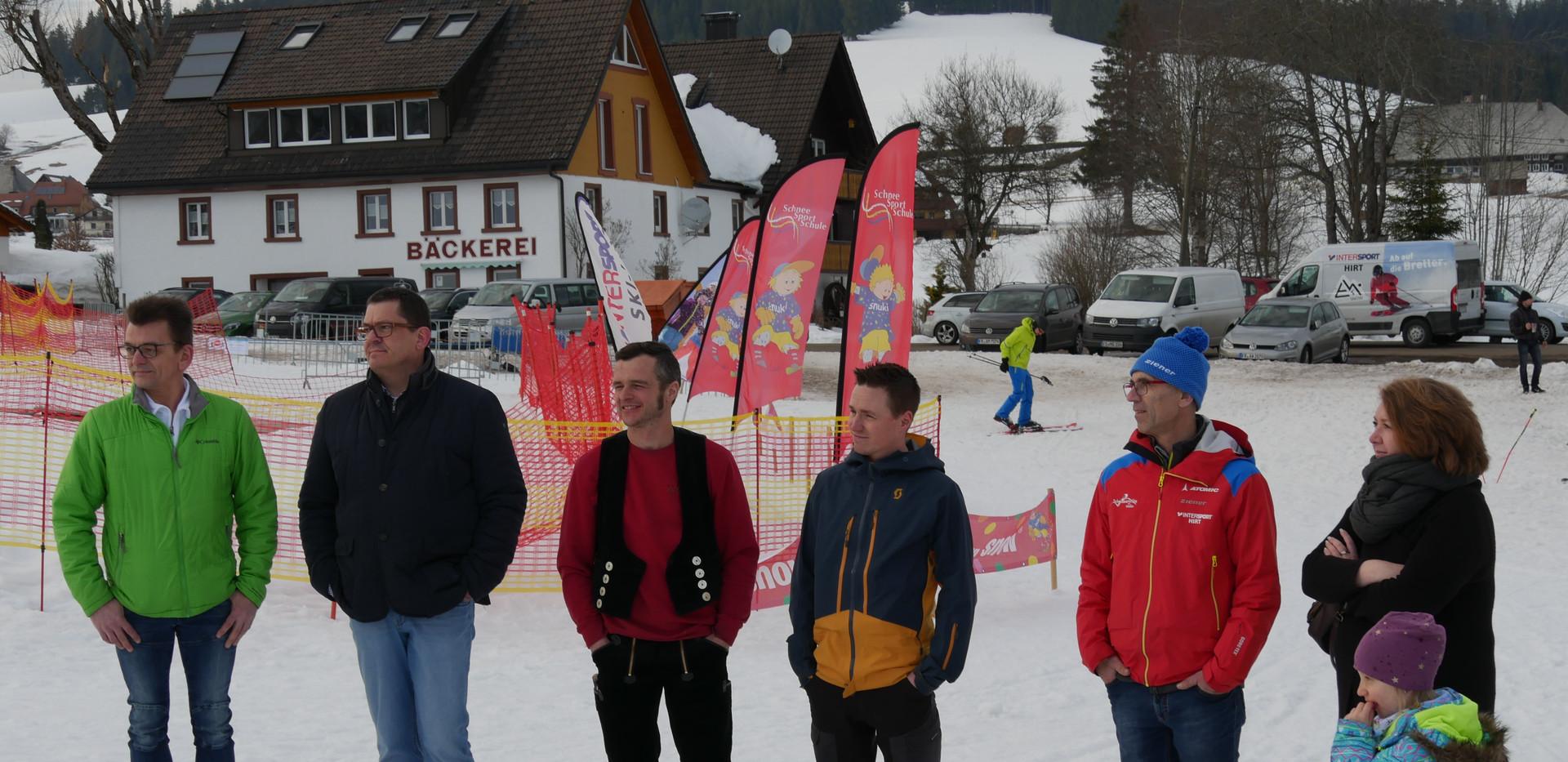 190221_SCN Skikleidung Uebergabe (3).JPG