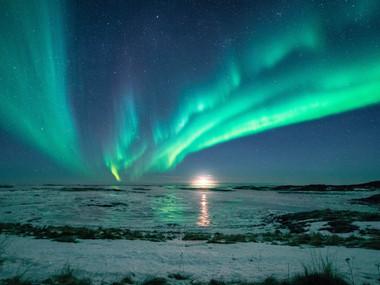 Nordlys og måne