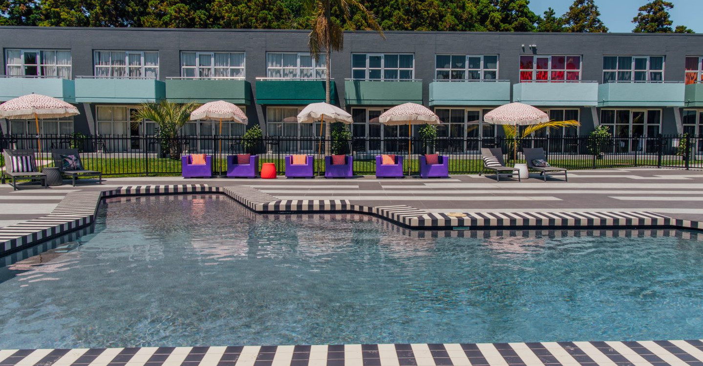 Hotel Naumi Auckland shared pool area