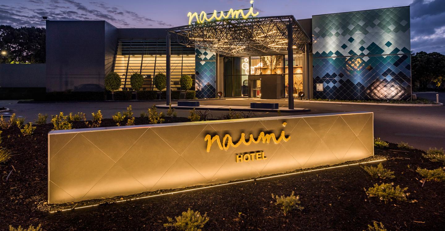 Hotel Naumi Auckland  main entrance