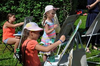 Все лето в Павловске проходят арт-студии для детей