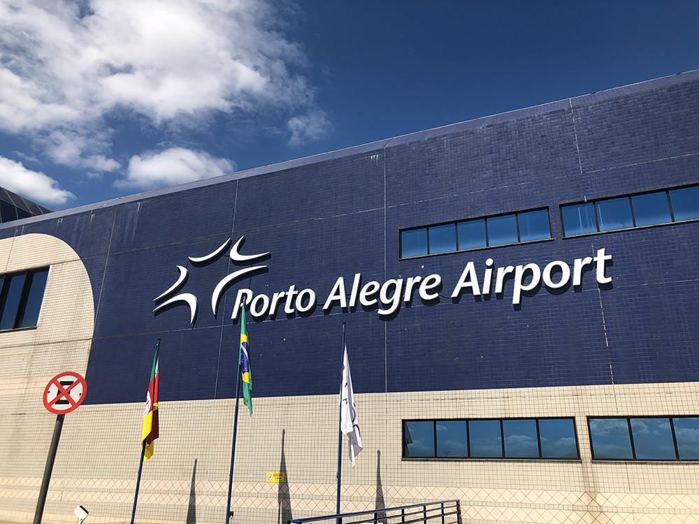 Sinalização Externa dos Terminais de Passageiros do Porto Alegre Airport