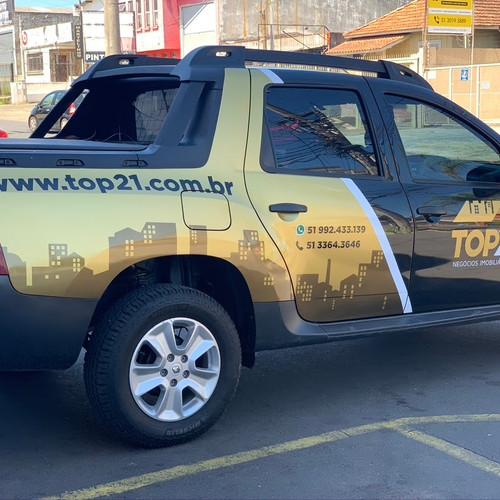 Personalização de veículos com adesivo em recorte eletrônico.