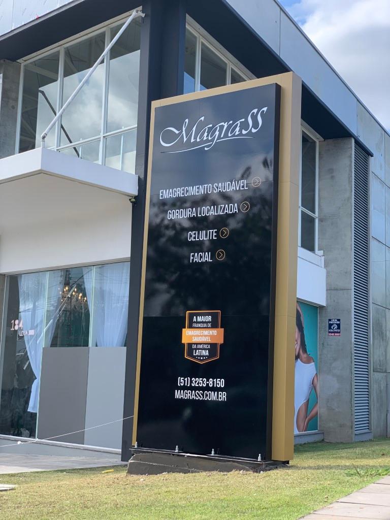 Fabricação de Fachada e personalização da loja completa.
