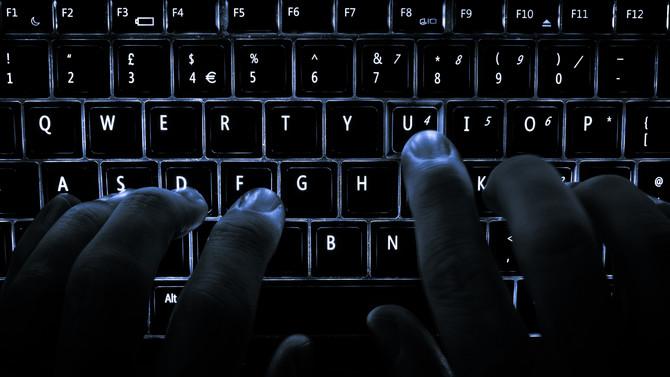 Cuidado! Hackers estão criando lojas falsas no Facebook para roubar suas informações