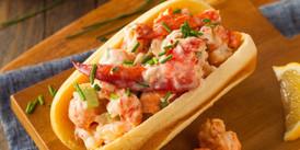 homemade-new-england-lobster-roll-PWVETX