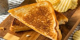 homemade-grilled-cheese-sandwich-Q8D6JVF